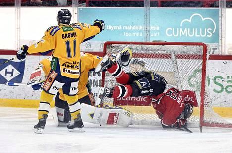 Jake Hansen kävi maalissa, kun Lukko ja Ässät kohtasivat tammikuussa Porissa. Saako mies perjantaina kiekon maaliin?