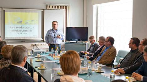 Toimitusjohtaja Seppo Korpela esittelee Lihajaloste Korpela Oy:n toimintaa.