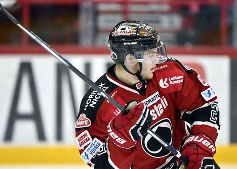 Niko Ojamäki pääsee debytoimaan miesten maajoukkueessa tutussa ympäristössä.
