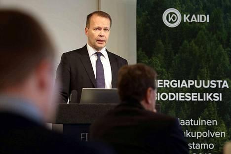 Kiinalainen Kaidi suunnittelee miljardin euron biojalostamoa Kemiin. Kaidi Finlandin toimitusjohtaja Pekka Koponen esitteli hanketta Finlandia-talolla Helsingissä helmikuussa,