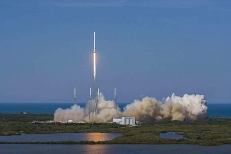 Amerikkalainen avaruusyhtiö SpaceX pyrkii kehitystyössään siihen, että tulevaisuudessa rakettien osia voitaisiin ottaa talteen ja käyttää uudestaan.