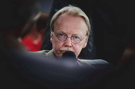 Arkkipiispa Kari Mäkinen sanoo ymmärtävänsä, että vihkijöiksi lupautuvat papit haluavat olla ihmisen rinnalla.
