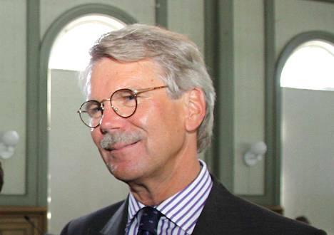 Björn Wahlrooson huolissaan siitä, ettei politiikka enää houkuttele ja parhaat poliitikot katoavat.