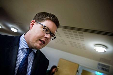 Demarien eduskuntaryhmän puheenjohtaja Antti Lindtman vastaa Björn Wahlroosin esittämään kritiikkiin.