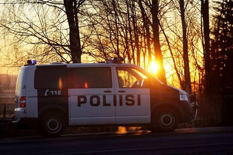 Poliisi pysäytti useita rattijuoppoja eri puolilla Suomea lauantain vastaisena yönä.