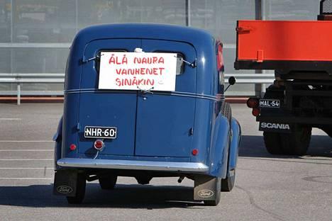 Karviassa ajellaan Helsingin Sanomien selvityksen mukaan Suomen vanhimmilla autoilla. Arkistokuvassa ei ole tyypillinen karvialainen ajokki, vaan veteraanikuorma-auto, eli ihan oikea museoauto.