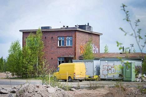 Porin kaupunki myy asuntomessualueella sijaitsevan tiilirakennuksen 5 000 eurolla.