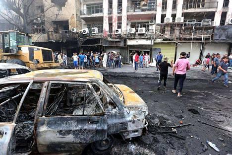 Bagdadissa sunnuntaiaamuna tapahtunut pommi-isku tappoi yli 100 ihmistä, joukossa monia lapsia.