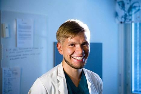 Iiro Karhiaho opiskeli lääkäriksi Tarton lääketieteellisessä Virossa.