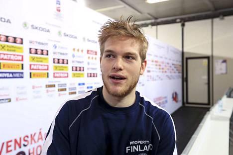 Niko Ojamäki on pelannut hyvän MM-turnauksen. Maalinteossa hän on onnistunut toistaiseksi vain kerran. Venäjää vastaan kisojen toinen osuma oli lähellä, mutta kiekko kilahti tolppaan.