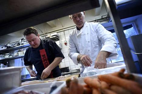 Jani Lehtinen ja Alan Hughes aikovat loihtia Buccon keittiössä seitsemän ruokalajin yllätysmenun.