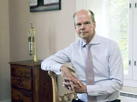 Olli-Pekka Heinonen, 52, on pätevöitynyt Opetushallituksen johtoon muun muassa toimiessaan opetusministerinä sekä liikenne- ja viestintäministerinä.