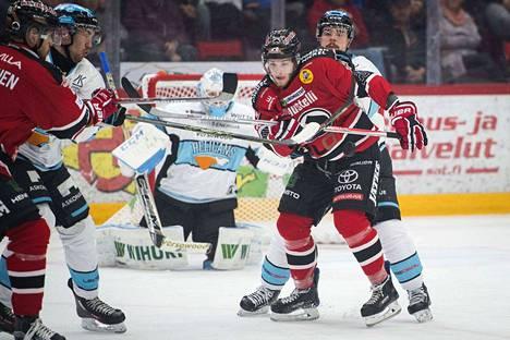 Niko Ojamäki teki pelin ensimmäisen maalin Ässille.