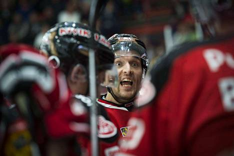 Kapteeni Matti Kuparinen palaa kokoonpanoon yhden ottelun pelikieltonsa jälkeen.