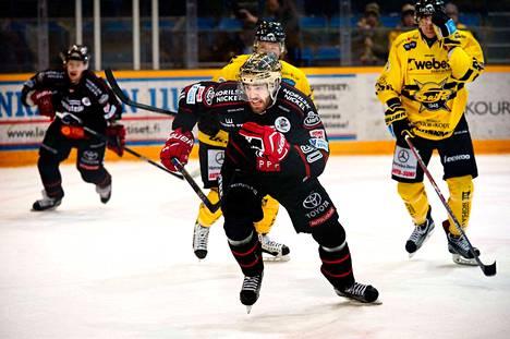 Simon Suoranta rynnisti läpiajoon jatkoajalla ja iski taas kerran voittomaalin Ässille.