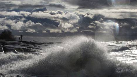Ilmatieteen laitos on antanut Selkämeren pohjoisosaan myrskyvaroituksen perjantai-illaksi. Arkistokuva Porin Kallosta.