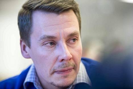 Lapsiasiavaltuutettu Tuomas Kurttila kehottaa suojelemaan lapsen yksityisyyttä, mutta myös kannustamaan itseilmaisuun.