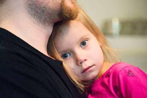 Venla Warma väsyy nopeasti. Sairaus ei kuitenkaan näy päällepäin, ja vanhemmista tuntuu joskus, että ympäristö ei aina ymmärrä, kuinka vakavasta sairaudesta on kysymys.