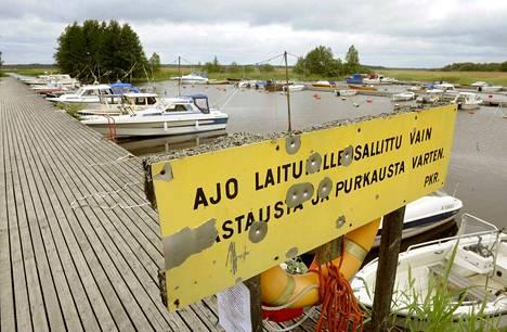 Ulkopaikkakuntalaisilta perittyjä korotettuja laiturivuokria joudutaan maksamaan takaisin, arvioi Pertti Mäenpää. Arkistokuva.