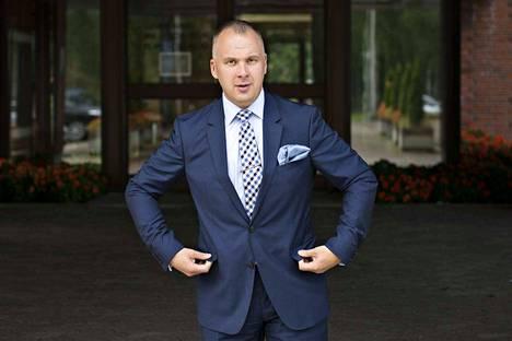 Sosiaalinen media on Riihimäen kaupunginjohtaja Sami Sulkolle tärkeä vuorovaikutuksen työväline.