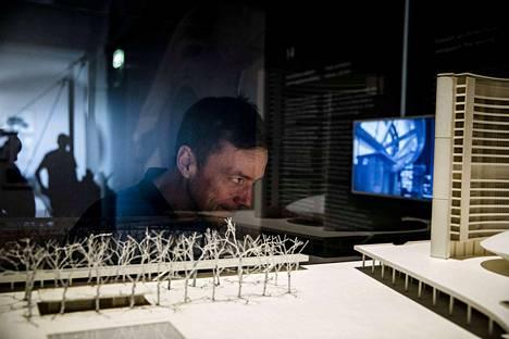 Hollantilainen näyttelyarkkitehti Marcel Schmalgemeijer on työskennellyt suomalaisen modernisminäyttelyn parissa viime vuoden toukokuusta lähtien. Nyt urakka on vihdoin tullut päätökseen.
