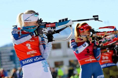 Kaisa Mäkäräinen menetti johtoasemansa ammuttuaan kaksi sakkoa pystypaikalta.