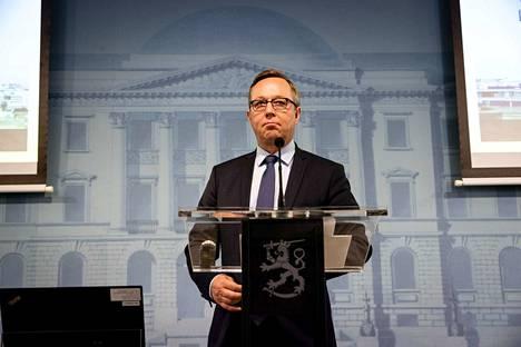 Elinkeinoministeri Mika Lintilä (kesk.) on tänään hallituksen infossa kertomassa toimista, joilla helpotetaan yritysten ja yksityishenkilöiden tilannetta koronaviruksen aiheuttamassa ahdingossa.