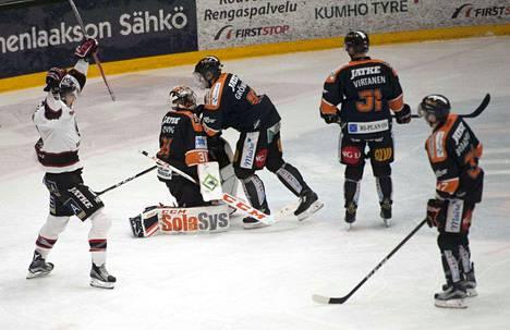 Jussi Makkonen sai tuulettaa toisessa erässä Ville Korhosen 1-2-kavennusta. Sentteri itse viimeisteli ottelun ratkaisun jatkoajalla.