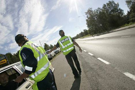 Poliisi muistuttaa uudesta talvirenkaita koskevasta laista – ottaa huomioon nopeastikin vaihtuvat olosuhteet koko maassa, kerrotaan poliisin tiedotteessa.