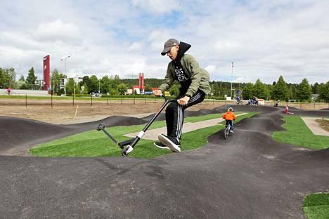 Jämsän maauimalan liikuntapuistossa järjestetään perjantaina nuorten tapahtuma. Äxön-illassa kisaillaan muun muassa pumptrack-radalla. Kuvituskuva.