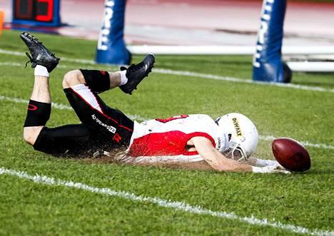 Hiekka lensi, kun Roosters ja Steelers iskivät yhteen Ratinan nurmella.
