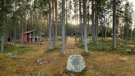 Sinervän Risti sijaitsee Sinervän rannalla Multian keskustaajaman tuntumassa. Multian seurakunnan leirikeskus on palvellut pitkään myös muita kuin seurakuntalaisia, muun muassa Keuruu–Multia -laturetken taukopaikkana.