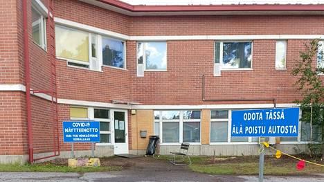 Mänttä-Vilppulan Sarapihan terveysasemalla on drive-in-koronavirustestauspaikka.