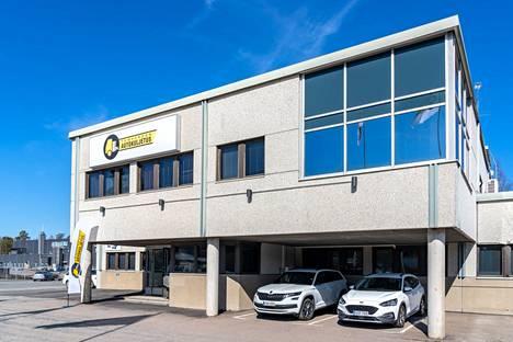 Tampereen Autokuljetuksen toimipaikka on Teollisuustie 2:ssa Pirkkalassa.