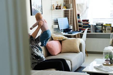 Unelmien löytö voi kotona paljastua löyhkääväksi sohvaksi. Kysyimme Työtehoseuran tutkijalta, mahtaako tunkkaisuudelle mitään.