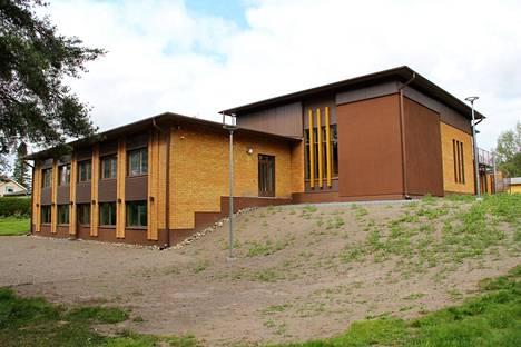 Kokemäen seurakuntakeskuksen remontti valmistui jo toukokuussa, mutta rakennuksen käyttöönotto on viivästynyt sisäilmaongelmien takia.