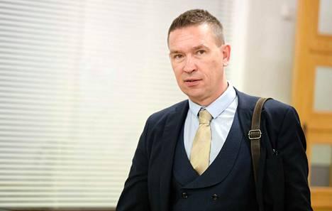 Kansanedustaja Tom Packalén kertoi koronatartunnasta itse julkisuuteen perjantaiaamuna.