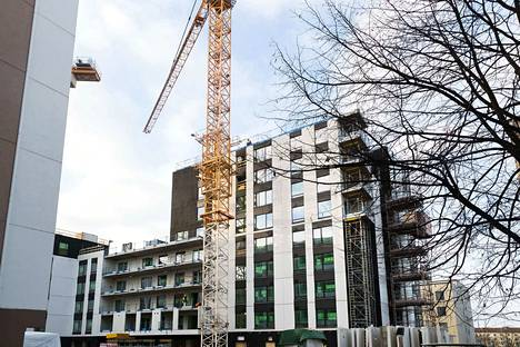 Asuntoja valmistuu nyt enemmän kuin 27 vuoteen. Ilman rakennusbuumia asuntojen hinnat olisivat nousseet kasvukaupungeissa huomattavasti nykyistä enemmän. Tässä arkistokuvassa valmistuu Tampereen Luminary-tornitalo.
