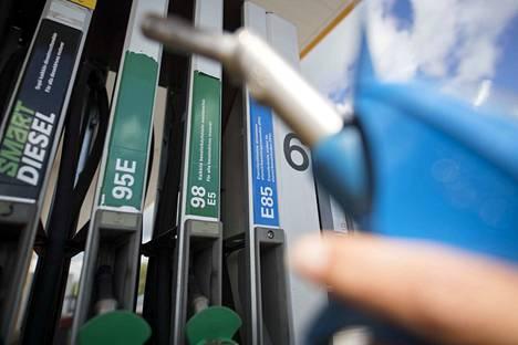 Liikennepolttoaineiden verotus kiristyy tuntuvasti elokuusta 2020 alkaen.