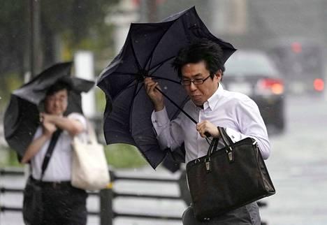 Faxai-taifuuni laittaa yli 13 miljoonan asukkaan Tokion liikenteen täysin sekaisin.