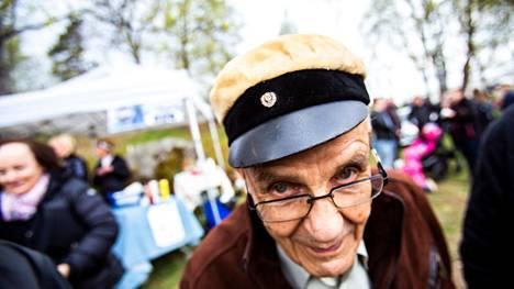 Antero Kekkonen kuvattiin Valkeakosken vapputapahtumassa vuonna 2019. Hän oli tuolloin 95-vuotias.
