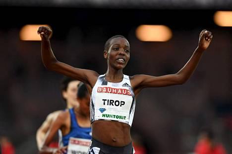 Agnes Tirop tuuletti 5000 metrin kisan voittoa Timanttiliigan kilpailussa Tukholmassa toukokuussa 2019.