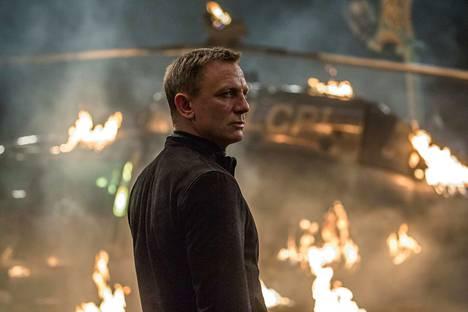 Agentti James Bond (Daniel Craig) pääsee rikollissyndikaatti Spectren jäljille.