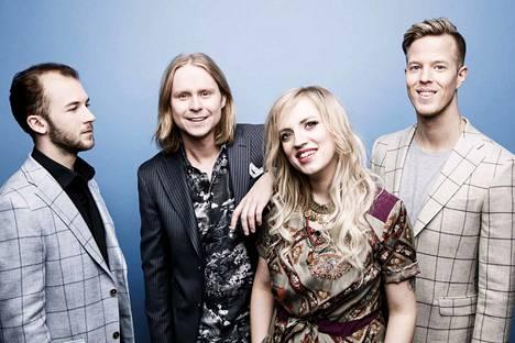 Haloo Helsinki! -yhtyeen kappaleisiin perustuvan musikaalin ovat käsikirjoittaneet Kiti Kokkonen ja Jenni Pääskysaari. Esityksen ohjaa Samuel Harjanne.