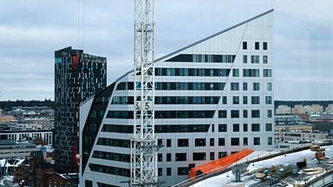Tampereen kannen päälle, uuden areenan läheisyyteen, rakentuu useita tornitaloja. Kuva on otettu tornitalo Wallesmannin ikkunasta. Sen asukkaat pääsivät muuttamaan koteihinsa joulukuun 2020 lopussa.