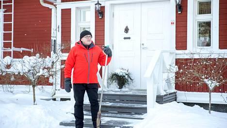 """Esa Kohtamäki nauttii nyt ulkoilmasta. Vielä joulun alla hän oli sängynpohjalla """"reporankana""""."""