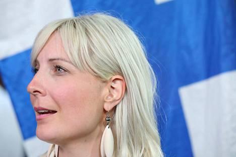 Laura Huhtasaari perussuomalaisista nousee mepiksi parlamenttiin.
