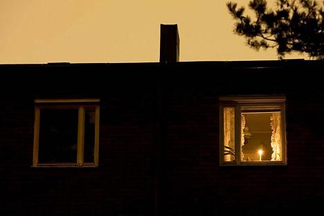 Earth Hour -tapahtumaan voi osallistua sammuttamalla turhat valot tunniksi.