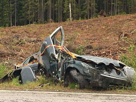 Miestä epäillään törkeästä rattijuopumuksesta ja törkeästä liikenneturvallisuuden vaarantamisesta.