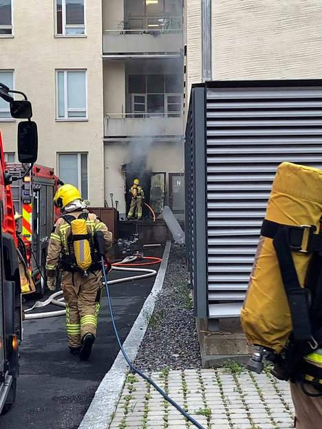 Palon jälkisammutustyöt ja savunpoisto jatkuivat pitkälle sunnuntai-iltaan.